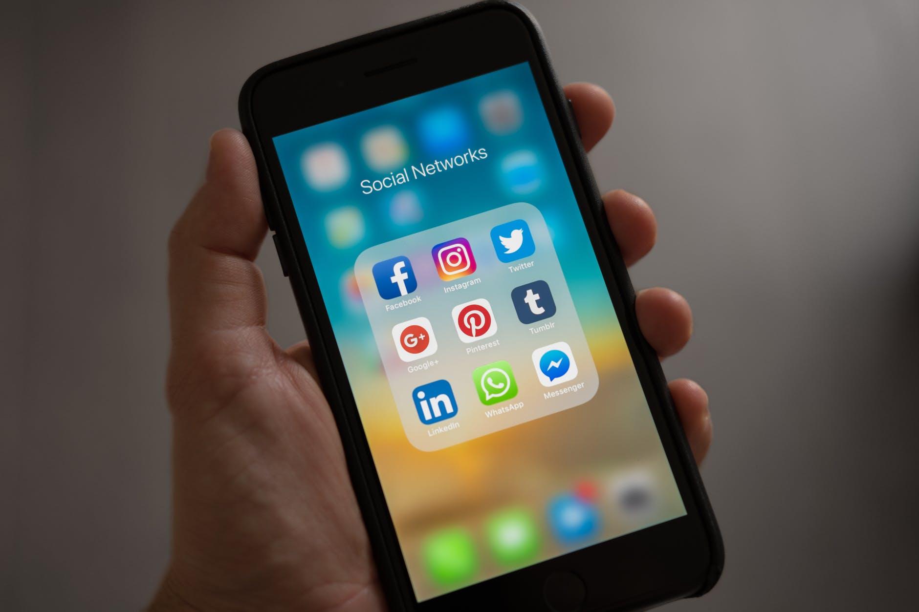 agencia de redes sociales - celular