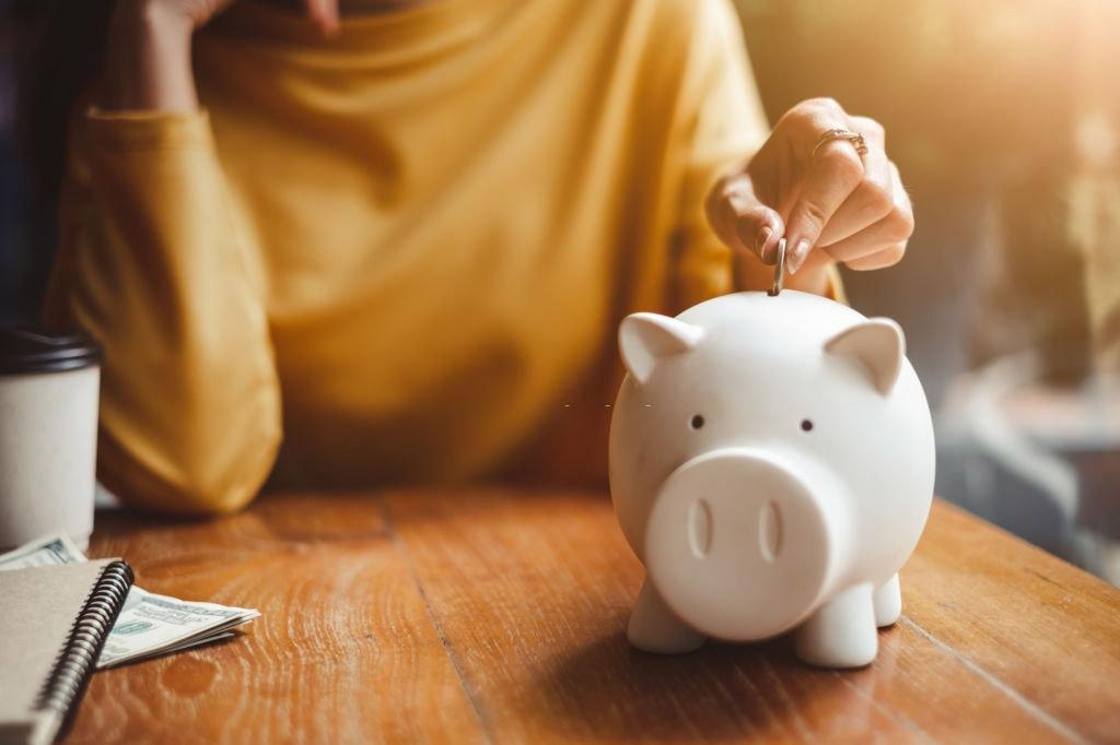 Páginas web económicas - Mesa Alcancía Mujer Moneda Vaso Café