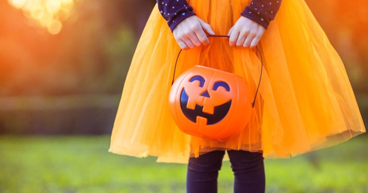 """Las brujas toman las calles de muchos países este sábado de Halloween o """"noche de brujas""""."""