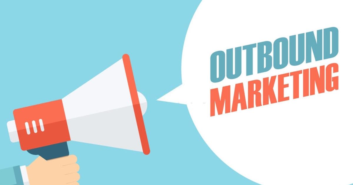 Entre ejemplos de Outbound Marketing están los anuncios de radio y televisión